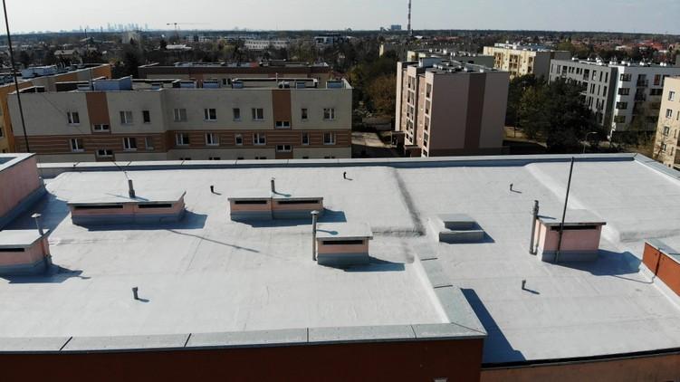 Dach z papy po kompleksowej renowacji w systemie Hyperdesmo