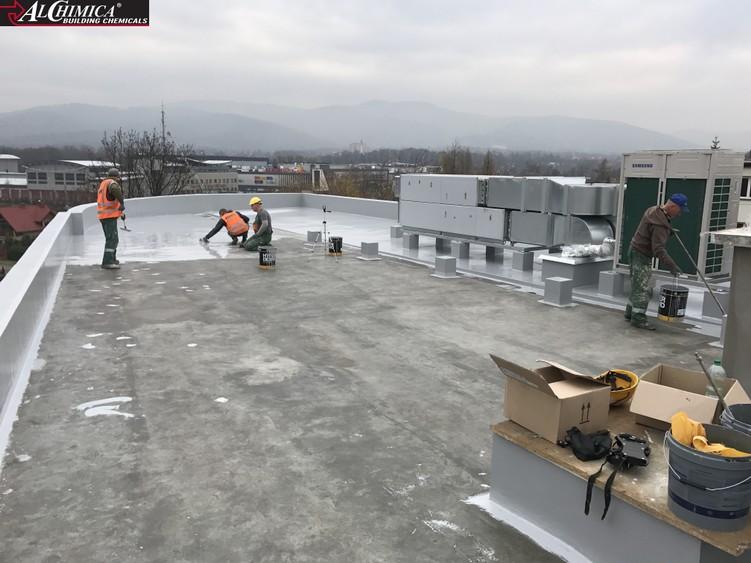 Dach podczas wykonywania prac hydroizolacyjnych w systemie Hyperdesmo