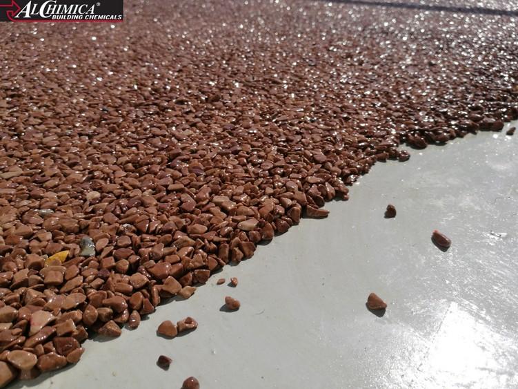 Ułożenie kamiennego dywanu na głównej powierzchni tarasu