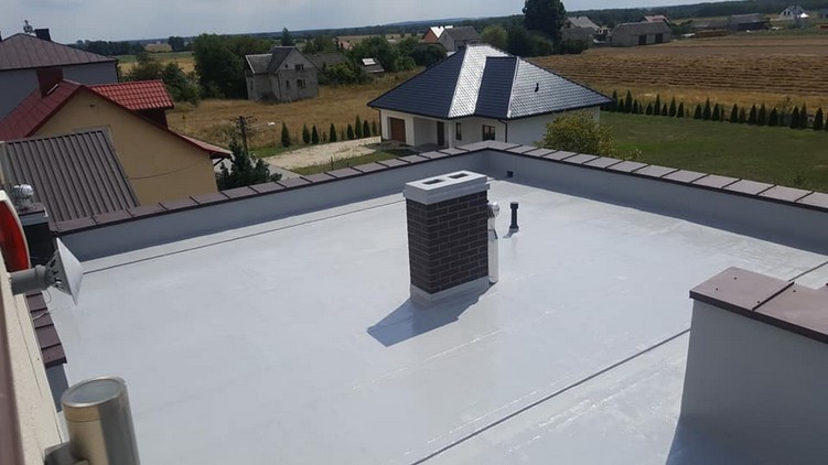 Dach z papy po renowacji w systemie płynnych membran Hyperdesmo