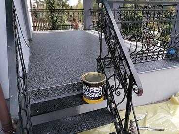 Kamienny dywan na schodach