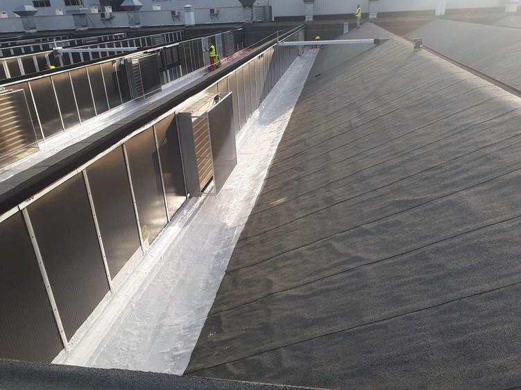 Naprawa dachu z papy płynną membraną Hyperdesmo