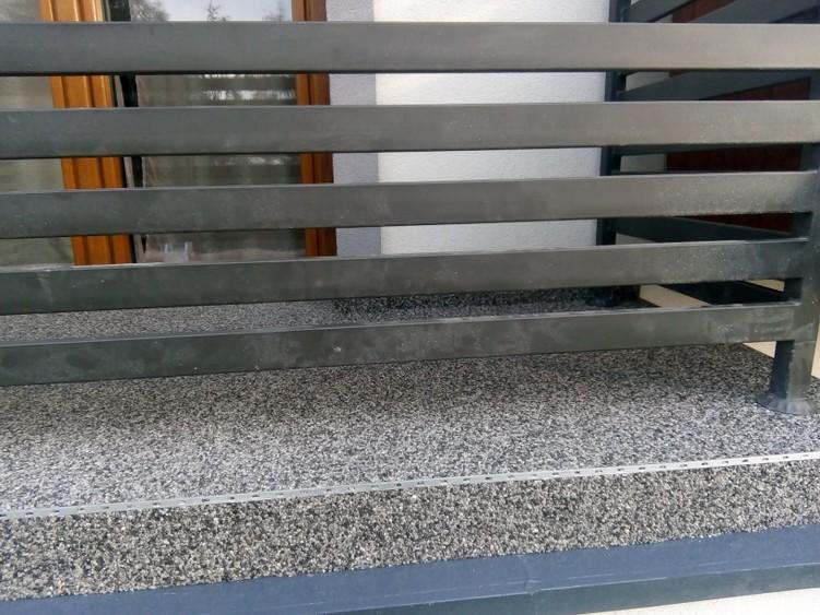 Balkon z kamiennym dywanem - system żywic poliuretanowych HYPERDESMO
