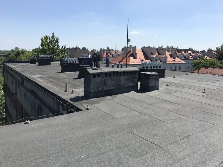 Dach kamienicy przed renowacją w systemie Hyperdesmo