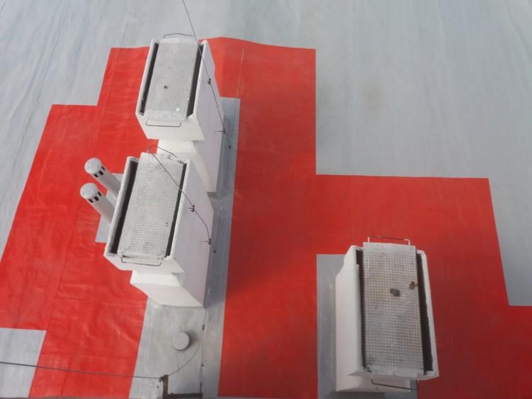Dach po wykonaniu renowacji pokrycia papowego w systemie Hyperdesmo